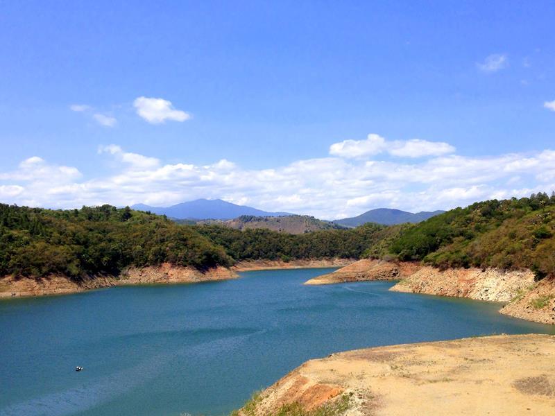 Der Stausee von Moncion im Nordwesten der Dominikanischen Republik