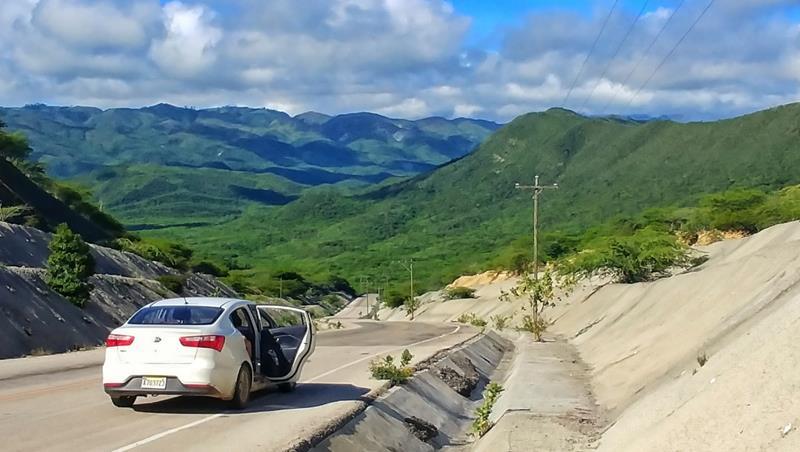 Blick auf die Sierra de Neiba während unseres Road Trips durch die Dominikanische Republik