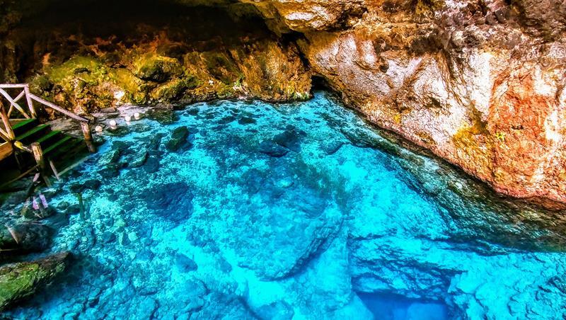 Das Hoyo Azul im Scape Park Cap Cana, einem Erlebnispark in Punta Cana