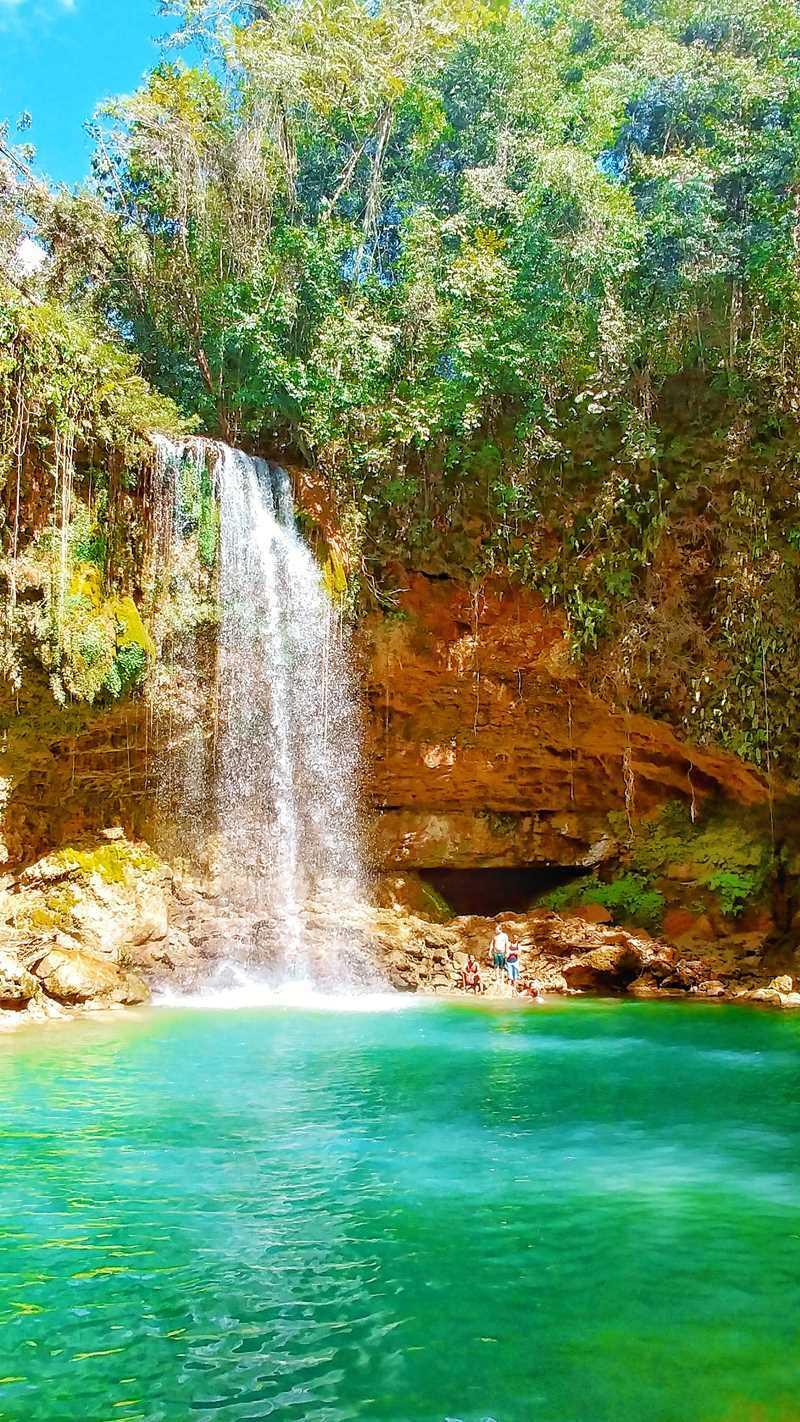 Der Wasserfall Salto Socoa an der Autopiste zwischen Santo Domingo und Samaná