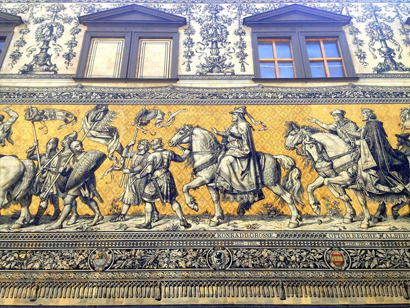 Der Fürstenzug, einer der wichtigsten historischsten Plätze in Dresden