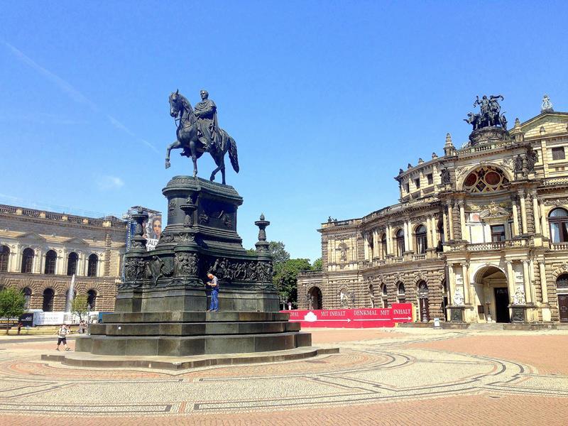 Die Semperoper, eine der wichtigsten Sehenswürdigkeiten in Dresden