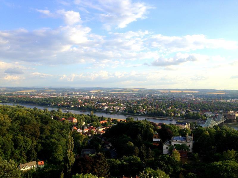 Blick vom Luisenhof auf Dresden