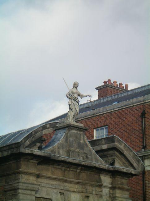 Dublin Castle: die Waage der Justitia