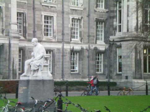 Die Statue von George Salmon im Trinity College