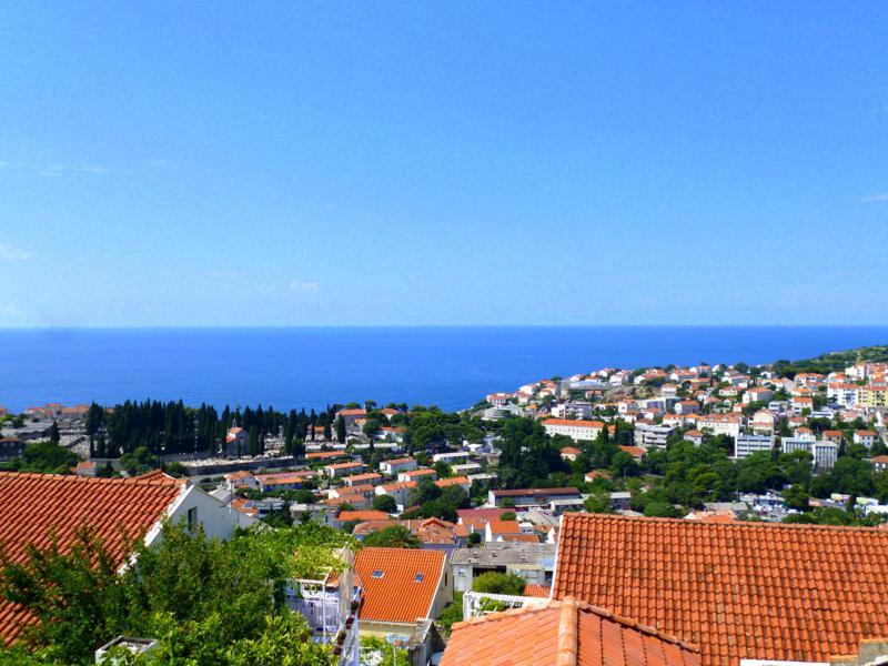 Blick von unserer Unterkunft auf die roten Dächer von Dubrovnik