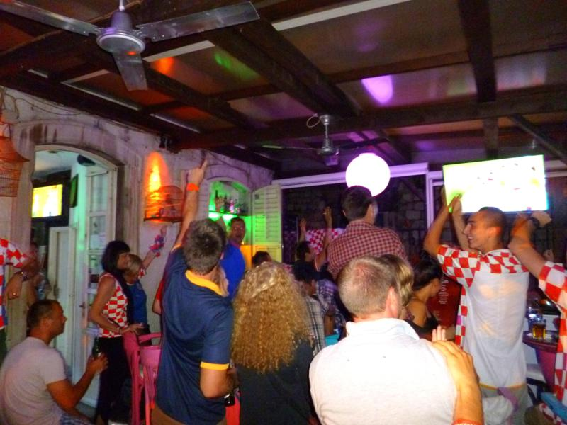 Public Viewing Kroatien gegen Kamerun in Dubrovnik zur FIFA Fußball-Weltmeisterschaft 2014