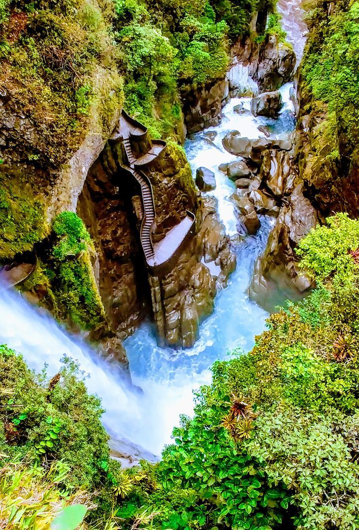Der beeindruckende Wasserfall des Pailond el Diablo bei Banos