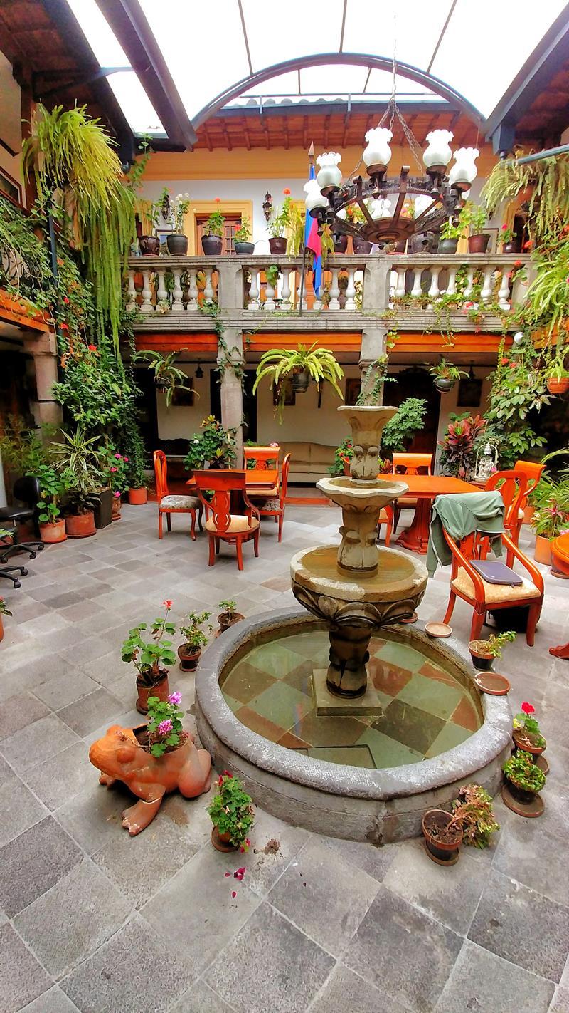 Der historische Innenhof im San Francisco de Quito Hotel