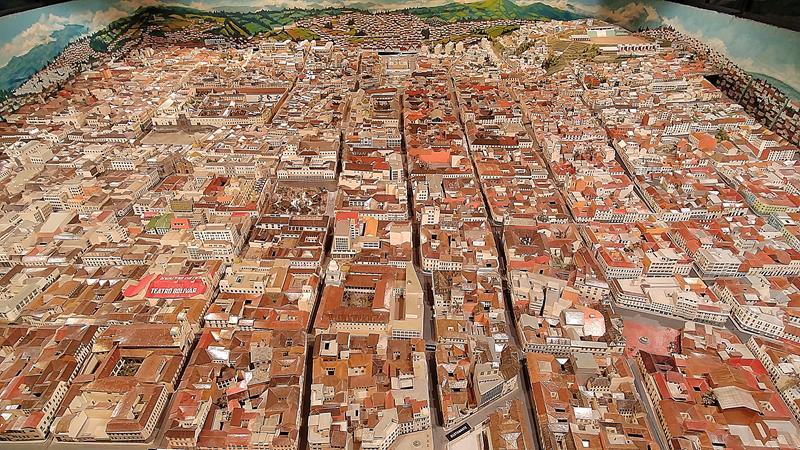 Ein Modell der Stadt Quito im Mitad del Mundo