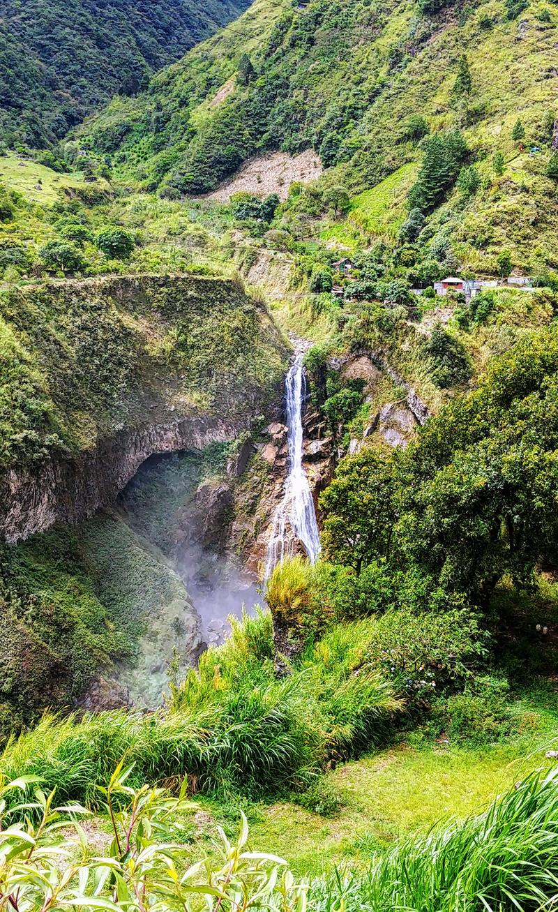 Zahlreiche Wasserfälle an der Ruta de las Cascadas in Banos