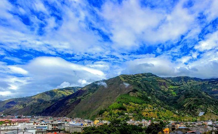 Schöne Kulisse über Baños, die man auch von oben betrachten kann