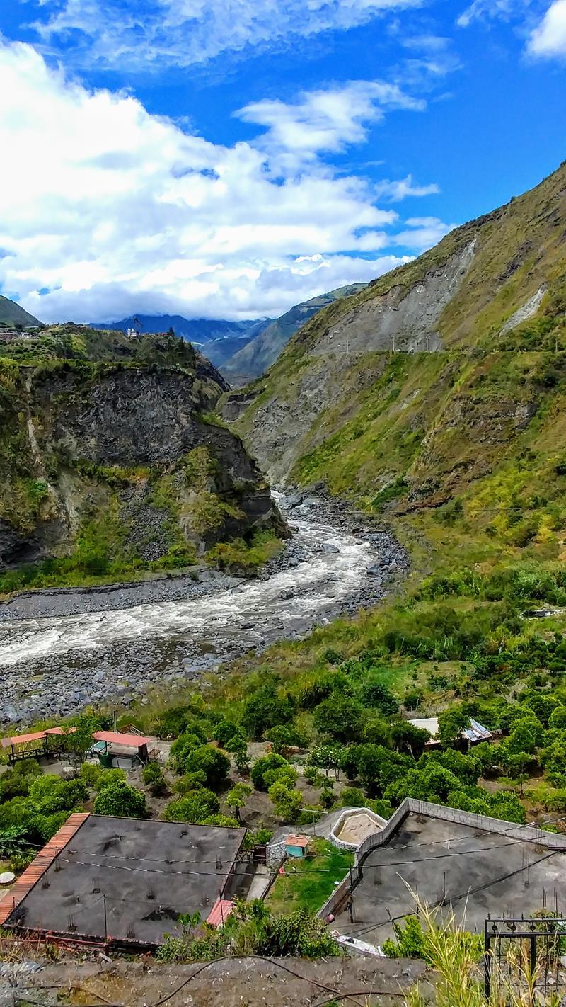 Tolle Landschaftskulisse in der Outdoor-Hauptstadt Ecuadors, Baños