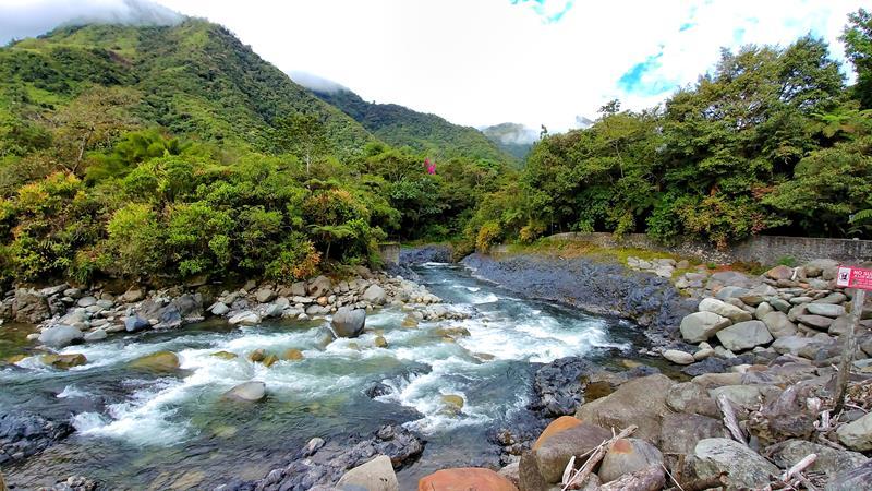 Der Fluss in Rio Verde nahe Baños, Ecuador