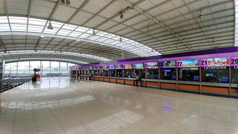 Das Bus-Terminal Quitumbe mit Verbindungen von Quito nach ganz Ecuador