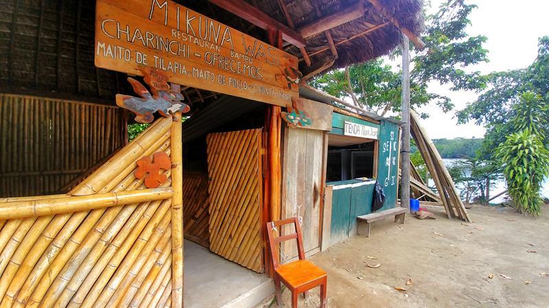 Ein indigenes Dorf am Rio Napo in Ecuador