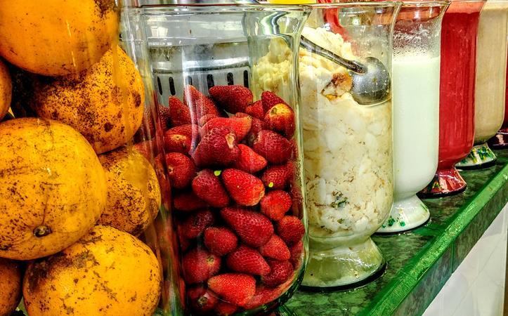 Tropische Früchte auf dem Markt von Baños