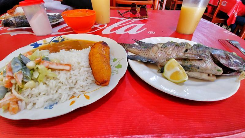 Ein typisches Menu del Dia in einem Restaurant in Ecuador