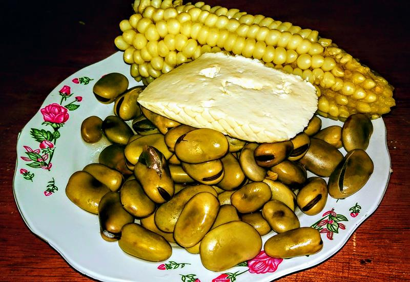 Kleine Snacks in einem Restaurant in Ecuador