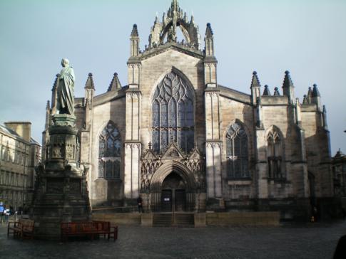 Die Kathedrale von St. Giles auf der Royal Mile in Edinburgh