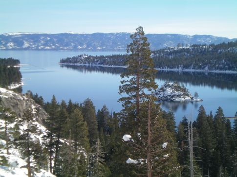 Die Emerald Bay am Highway 89 zwischen Tahoe City und South Lake Tahoe