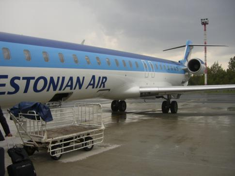 Außenansicht des CRJ900 von Estonian Air auf dem Flughafen von Vilnius