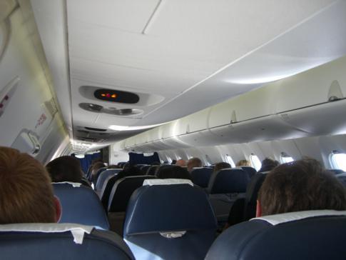 Blick in die Kabine der Economy Class von Estonian Air