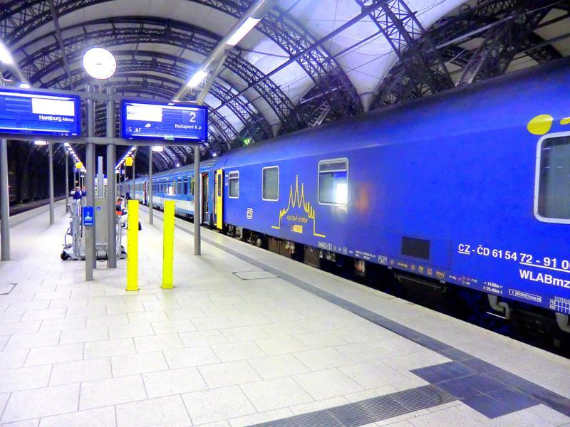 Der Euronight nach Budapest am Dresdner Hauptbahnhof