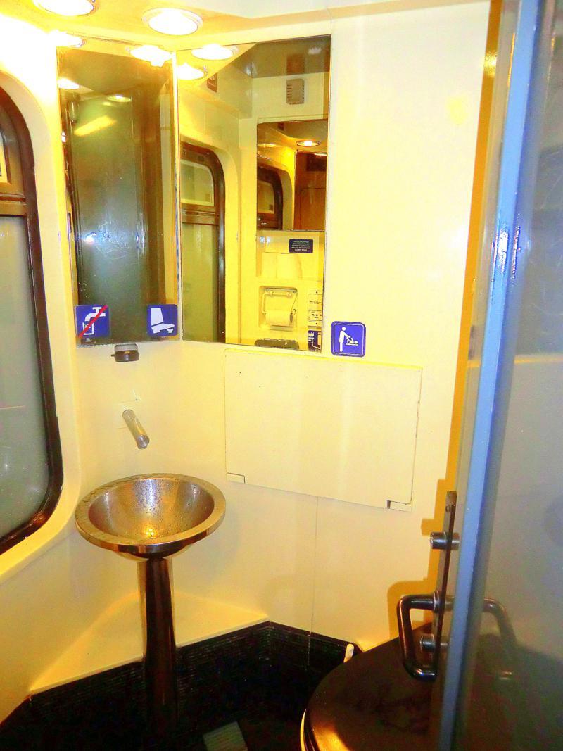 Die sanitären Einrichtungen im Liegewagen im Euronight von Dresden nach Budapest