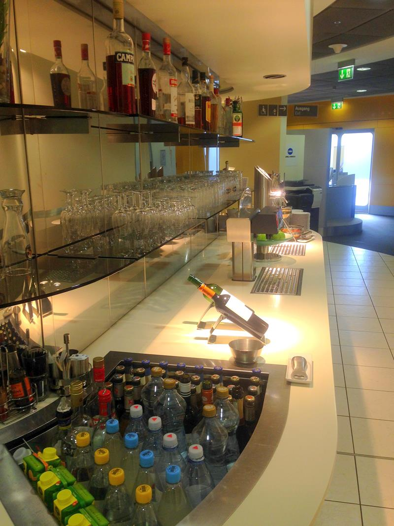 Blick in die Business Lounge und Senator Lounge von Lufthansa am Flughafen Köln-Bonn