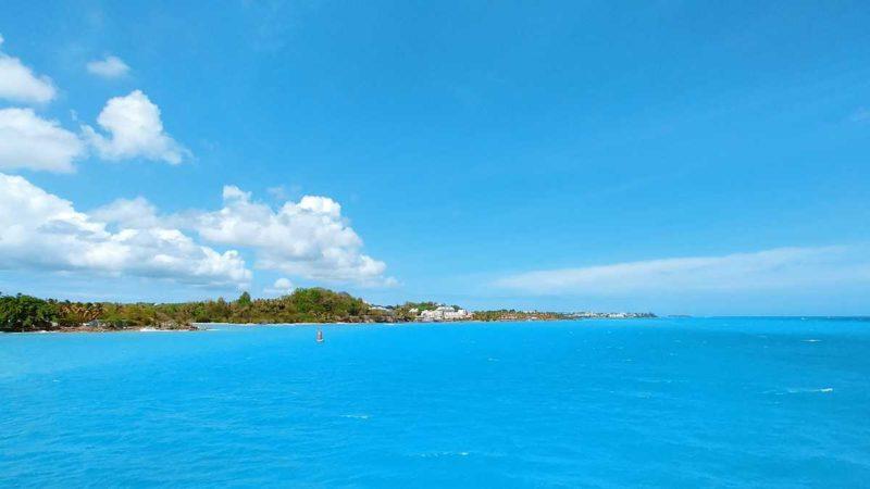 Die Hafeneinfahrt in Point-a-Pitre auf Guadeloupe