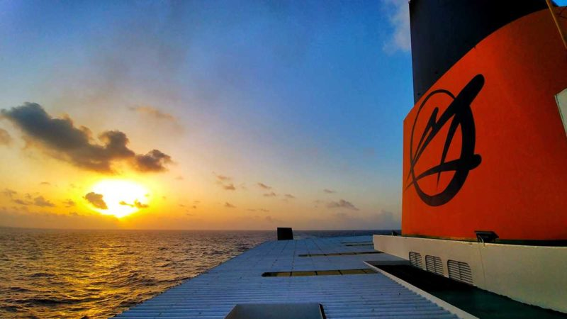 Sonnenaufgang während der Fährüberfahrt mit Ferries del Caribe von San Juan nach Santo Domingo