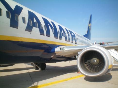 Eine Ryanair-Maschine am Flughafen von Fez