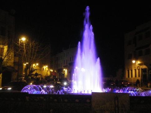 Der schöne Brunnen auf dem Batha-Platz
