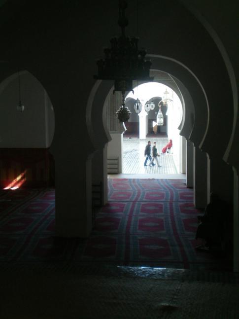 Eine der größten Sehenswürdigkeiten in Fez, die Kairaouine-Moschee