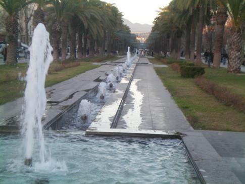 Die Prachstraße Avenue Hassan II in der Ville Nouvelle von Fez