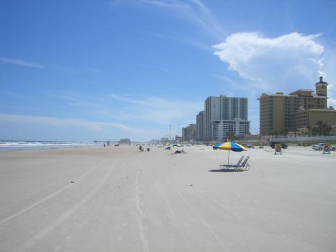 Der kilometerlange Strand von Daytona Beach