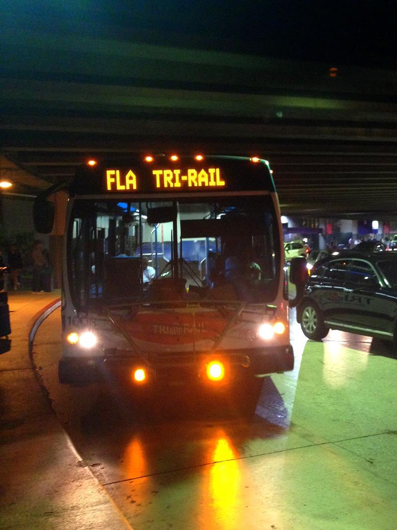 Der kostenlose Shuttle-Bus von der Tri-Rail Station zum Fort Lauderdale Airport