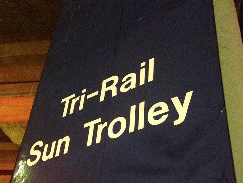 Haltestelle des Tri-Rail Sun Trolley am Fort Lauderdale International Airport