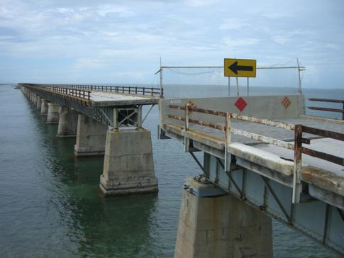 Eine kleine Lücke in der alten Seven Mile Bridge verhindert die Verbindung nach Big Honda Key