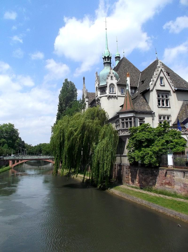 Das schöne Ufer der Ill in Straßburg