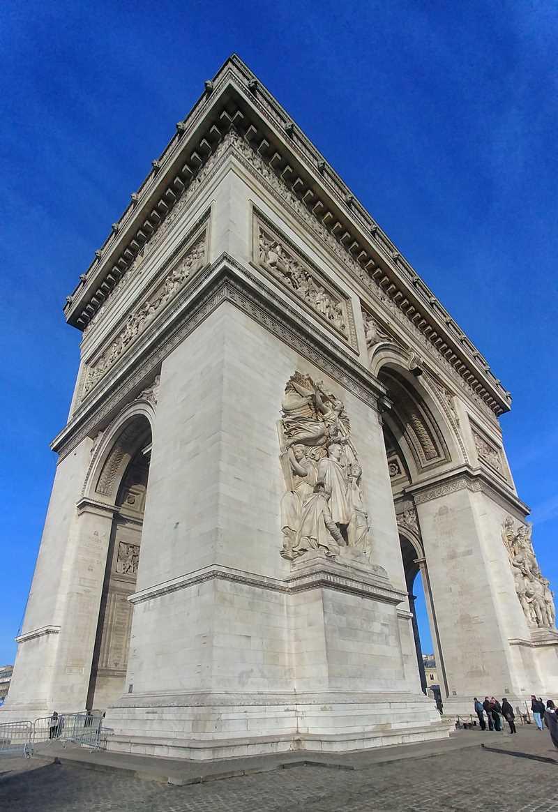 Der berühmte Triumphbogen in Paris