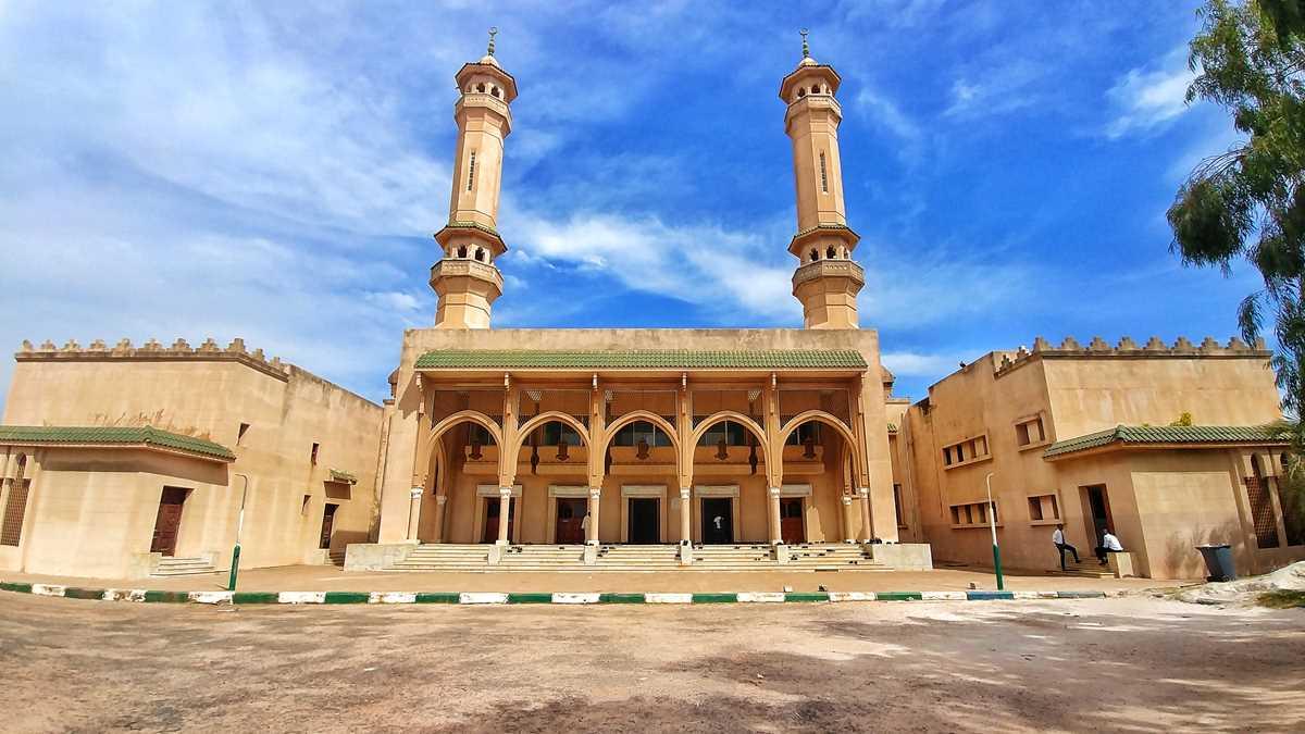 Die King Fahad Moschee in Banjul, der Hauptstadt von Gambia