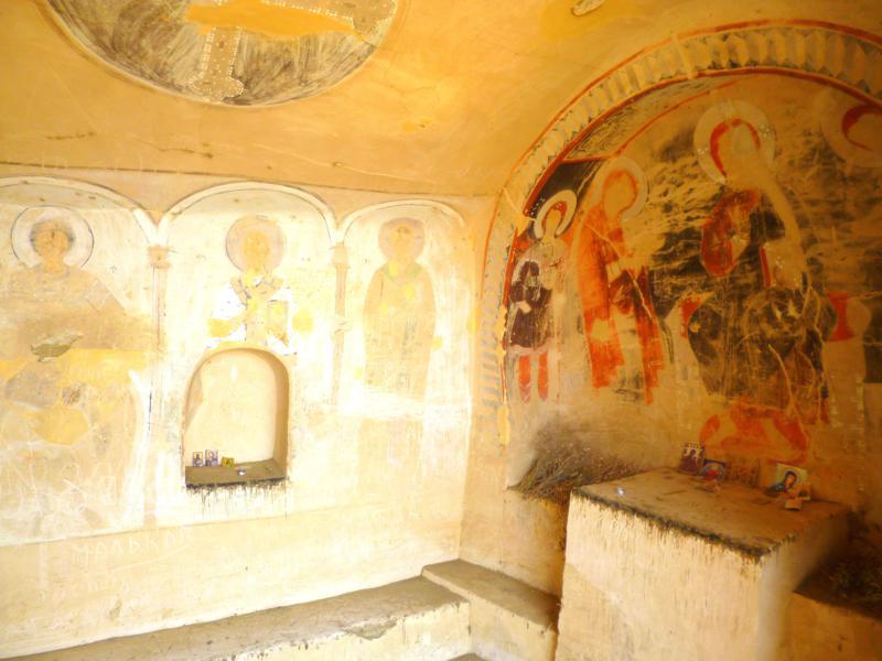 Jahrhunderte alte Höhlenmalereien in David Gareja