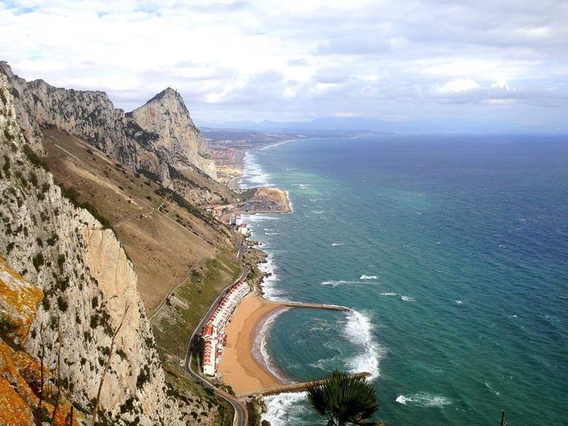 Blick von den Mediterranean Steps auf Gibraltar