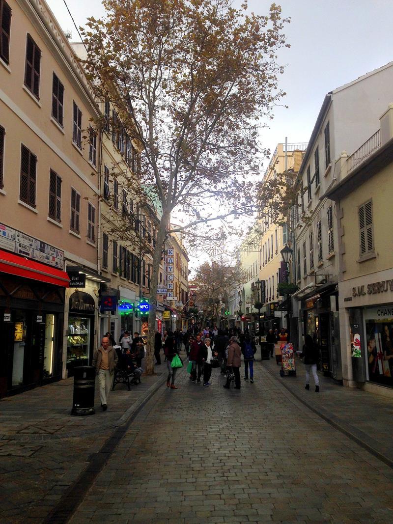 Die Duty-Free-Shopping-Straße auf der Main Street in Gibraltar