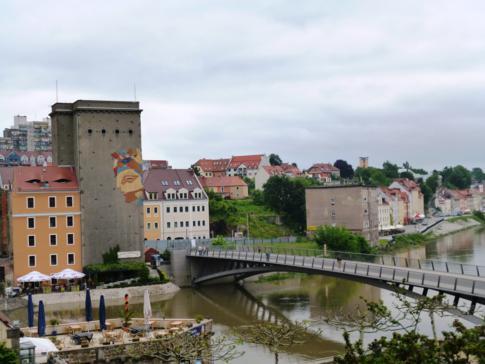 Die Altstadtbrücke über die Neiße verbindet Görlitz und das polnische Zgorzelec