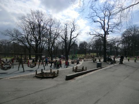 Riesenspielplatz für Kinder im Slottskogen