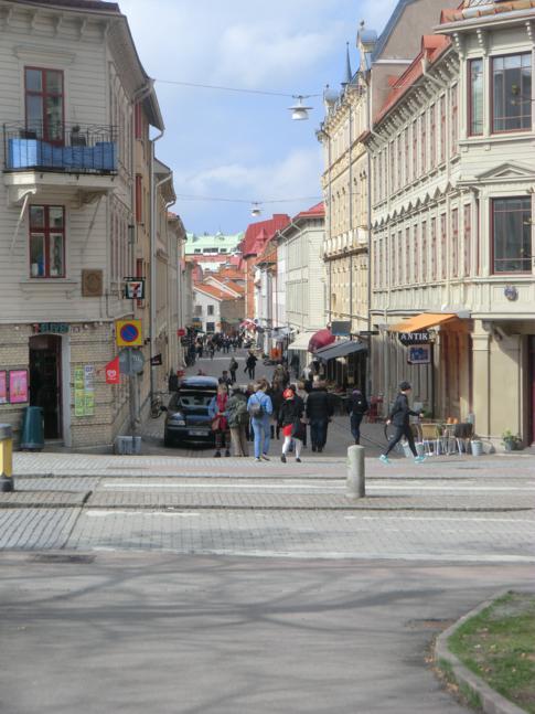 Die Haga Nygatan, eine schöne Fußgängerzone im historischen Stadtteil Haga