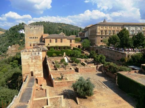 Blick vom Torre de la Vela auf den Nasridenpalast